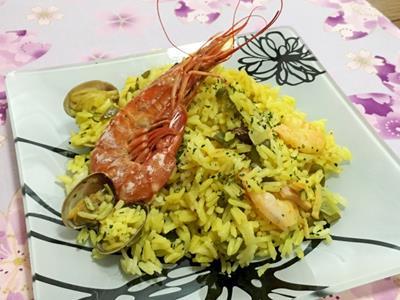 急な来客に備えてパーティ食材を準備!簡単にできるパエリアで自宅でスペイン料理パーティを