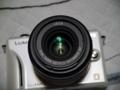 [レンズ][LUMIX G X VARIO PZ 14-42mm]レンズに映る蛍光灯