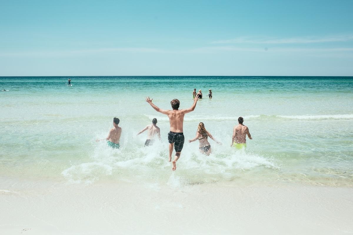 転職キャリアアップ - 【リモートワーク】在宅勤務制度を活用して都内から1時間で行けるビーチからリモートワーク