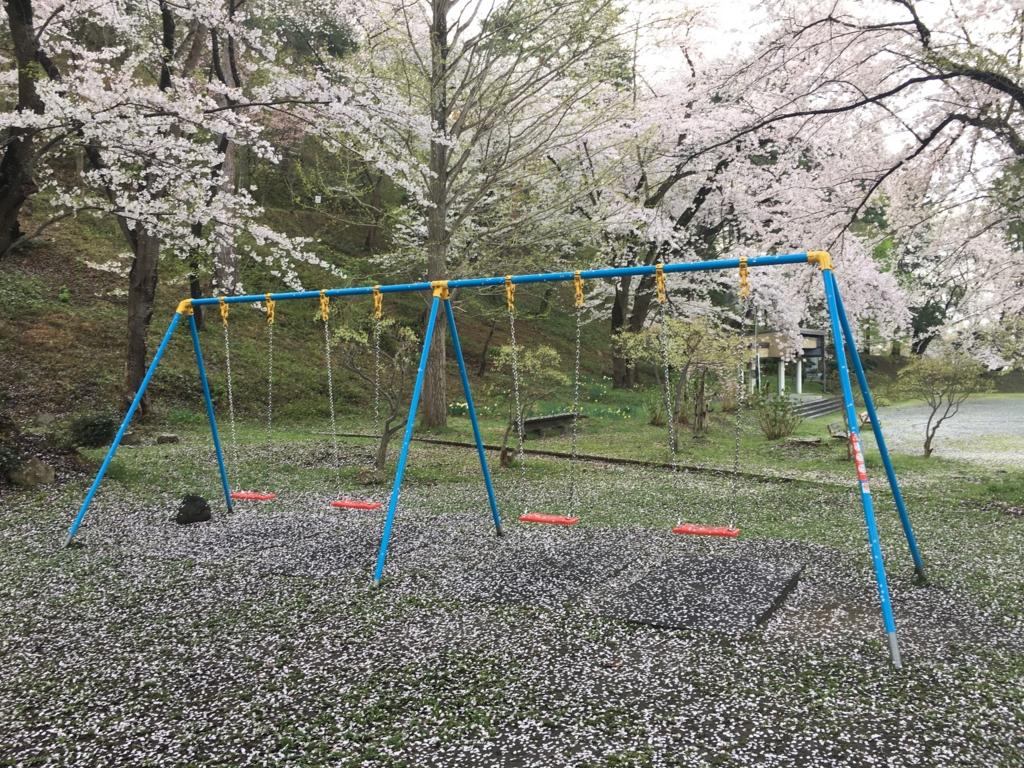 桜吹雪の滑り台