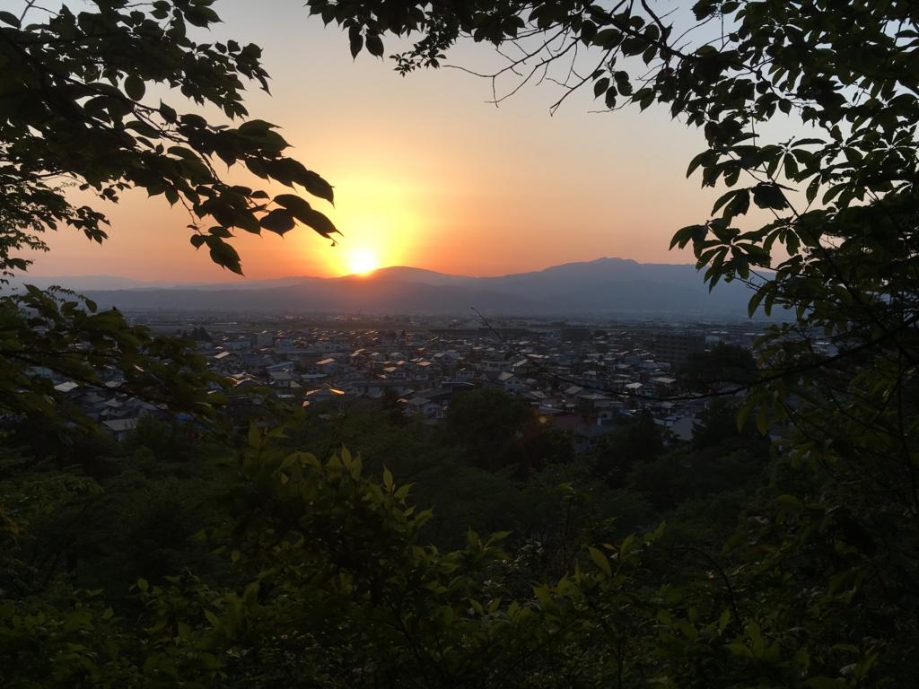 夕焼け月山、葉山