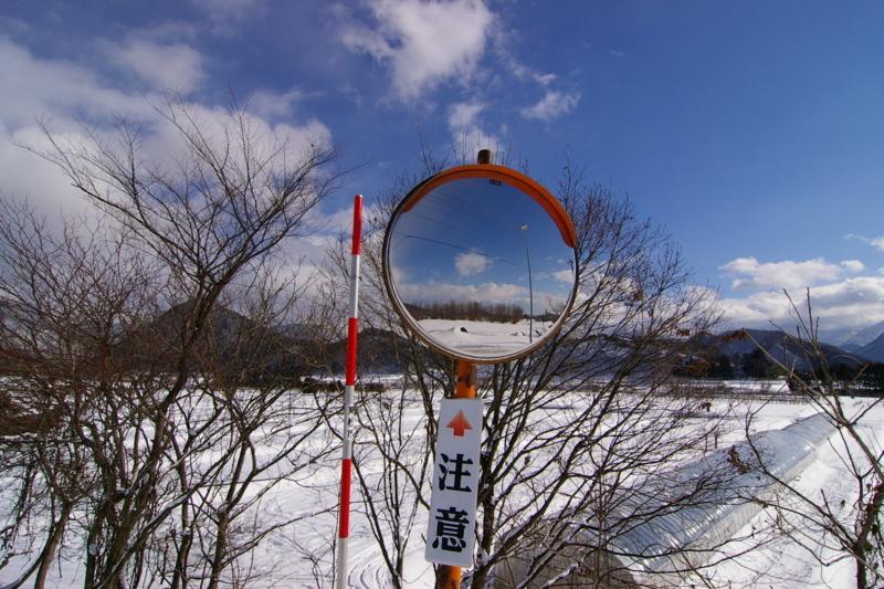 東根市観音寺  雪景色にミラー
