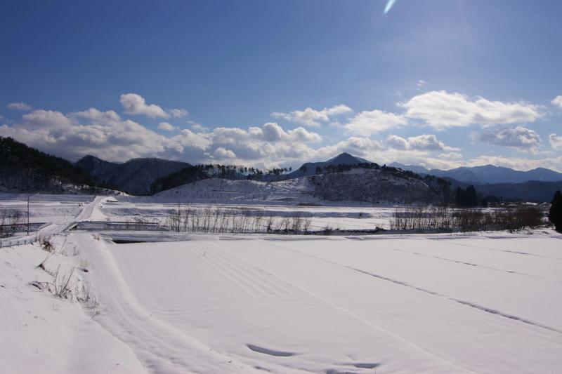 石崎山と1本の道