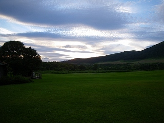 七時雨山荘の牧草地8