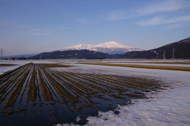 八幡町からの眺め 「鳥海山」