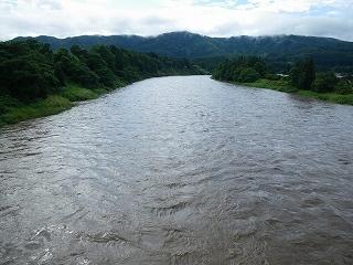 最上川「三ヶ瀬の流れ」 大雨後の激流