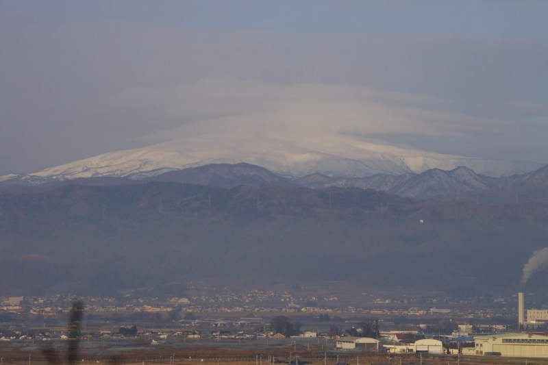 月山、冠雪となりました