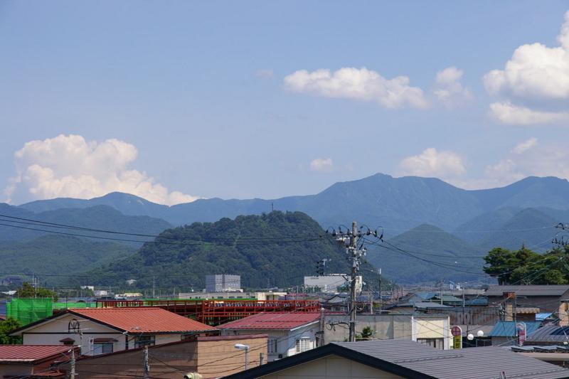 大森山ズームアップです。背後は奥羽山脈