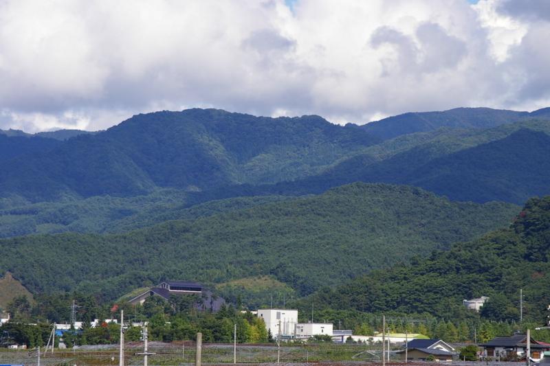 大日尊より月山、葉山眺め