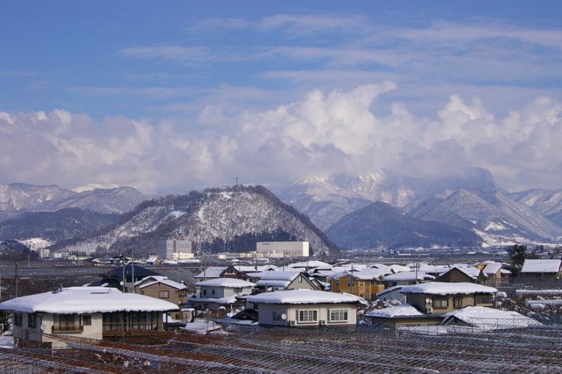 大森山と奥羽山脈です。
