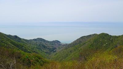 新潟県弥彦山頂からの眺め 遠くに佐渡島