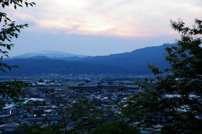 I若木山から夕焼けの月山、葉山連峰眺め
