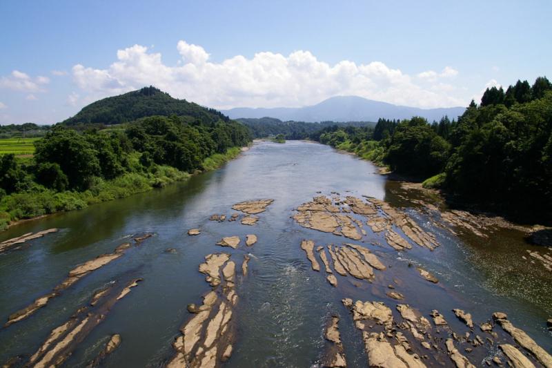 夏の最上川 三難所 三ヶ瀬の流れ