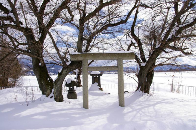 弁天様の雪景色