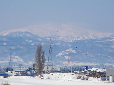 雪景色の月山
