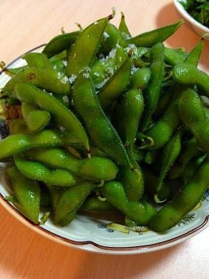 夕食に枝豆ゆでました