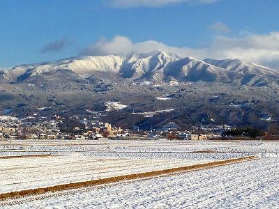 蔵王が晴天で素晴らしい眺めです。
