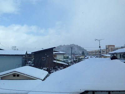 我が家の二階から若木山、冬の風景