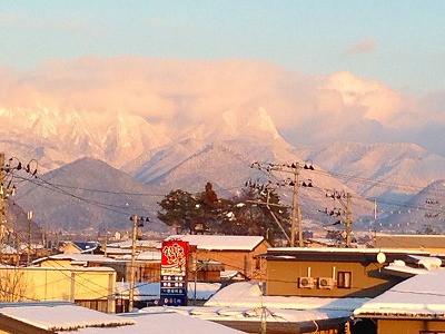 奥羽山脈、黒伏山も眺められます。
