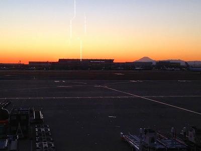 羽田空港からの夕焼けの風景