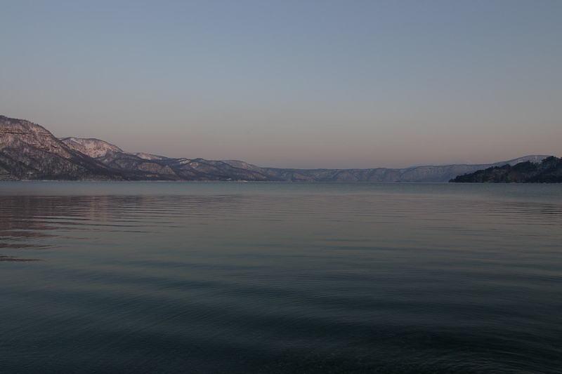 十和田湖の夜明け