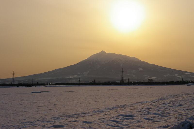 岩木山の夕焼け 雪原