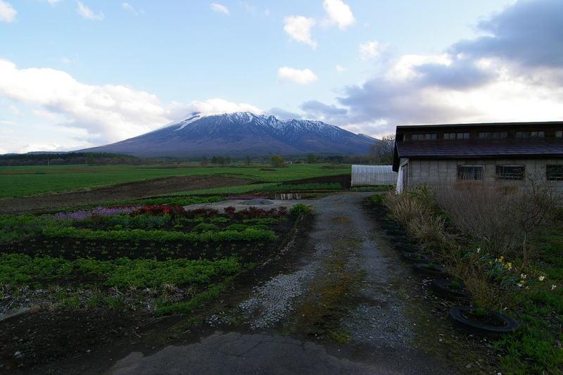 「岩手山と道」 title=