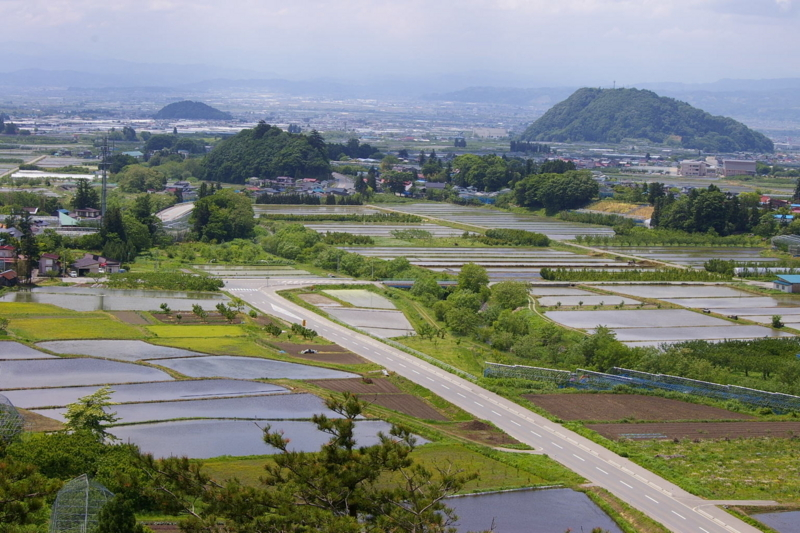 大森山と若木山の眺め