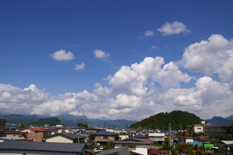 我が家の3階からの眺め 若木山と大森山