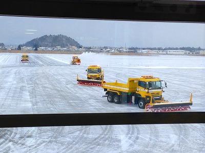妻に、おいしい山形空港まで送ってもらいました。