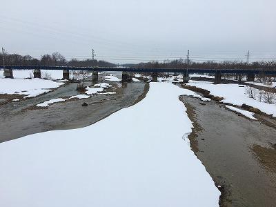 乱川から奥羽本線眺め