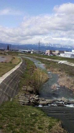 野川です。葉山眺め。快晴で...