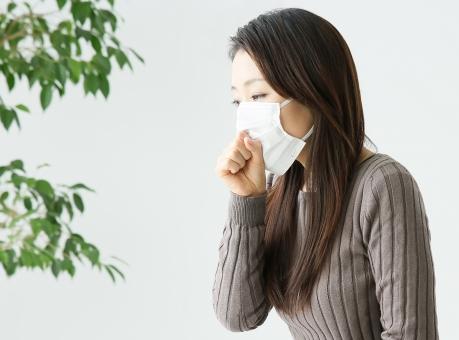 慢性の咳が治らない女性
