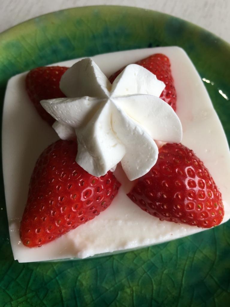 いちごレアチーズケーキ