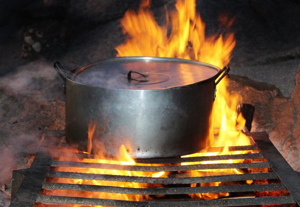 火にくべた鍋