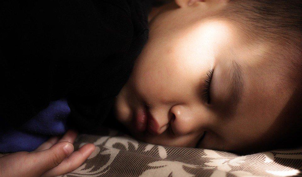 ぐっすりと眠るお子様