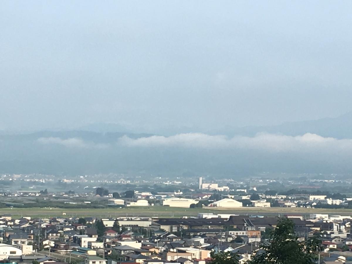 月山は雲隠れ、葉山になびく雲が印象的でした