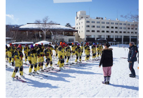 みなかみ町のスキー場で台湾の現地学校の教育旅行(日本の修学旅行に相当) が行われた時の様子。役場職員がコーチ、町にいる研修生が通訳を務めた。役場内部での海外交流理解者をふやすことにも繋がる