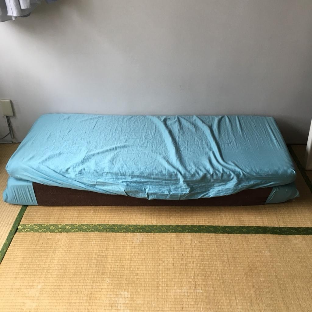【マットレスが変身】三つ折りマットレス(寝具)をおしゃれソファー風にアレンジするインテリア