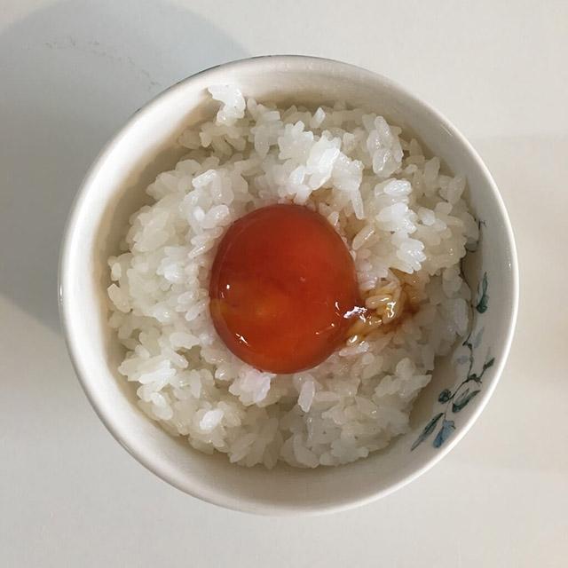 ごはんのお供!新米にぴったりな簡単「卵黄のめんつゆ漬け」レシピ&アレンジ提案