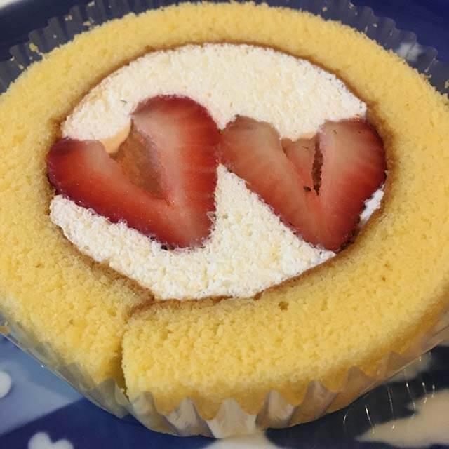 11/22限定!ローソンプレミアムロールケーキがお値段そのまま苺2個のせ