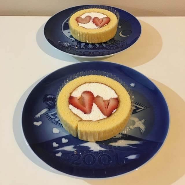 2018年11月22日「いい夫婦の日」限定!ローソンプレミアムロールケーキがお値段そのまま苺2個のせ