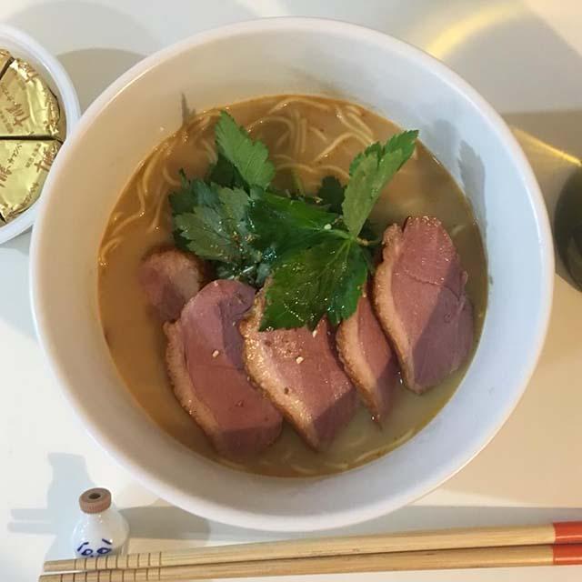 「アサムラサキ かき醤油ラーメン とんこつしょうゆ味 2食入り 」実食!深みのあるスープで高級感ある味わい。生麺もツルツルもっちりで、高めの価格設定も納得の美味しさ