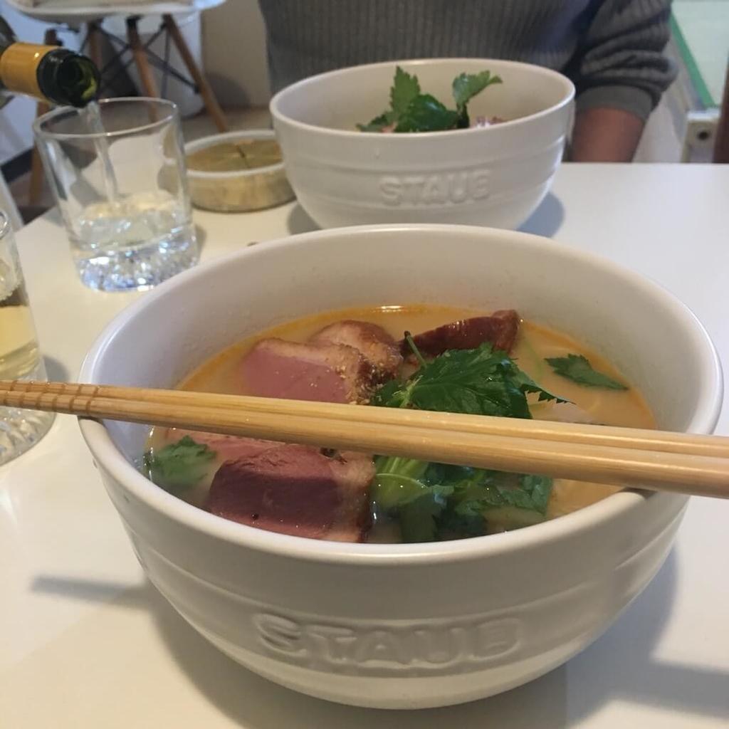 アサムラサキかき醤油ラーメンとんこつしょうゆ味は深みスープのリッチな生麺