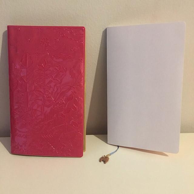 【2019年度手帳をカスタム】リメイクでかわいいオリジナル手帳を作る裏技その2:表紙に輸入壁紙を貼り付ける