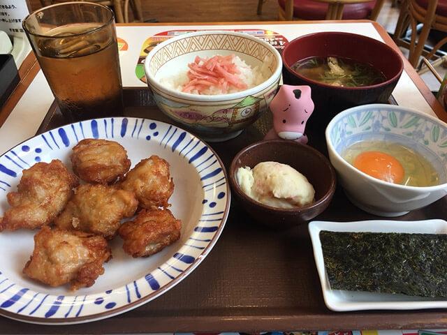 すき家の朝食+からあげが究極!たった450円の激安ボリューム定食が完成