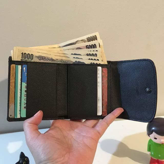 コーチ二つ折りウォレットはお尻のポッケに入る小ぶりでスリムサイズの財布なのに、容量しっかりですごい