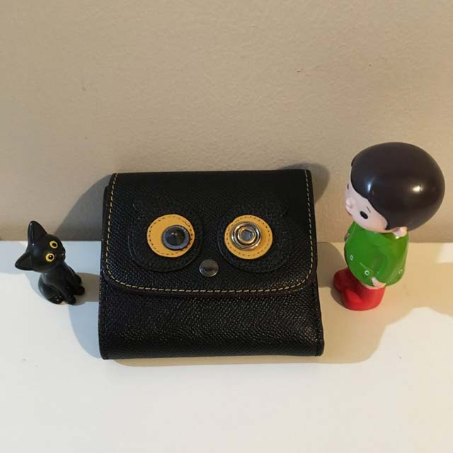 ミニマリスト女子にオススメの財布、COACH(コーチ)のレディース二つ折りウォレットがかわいくてお値段も手頃でコンパクトサイズなので超オススメ!