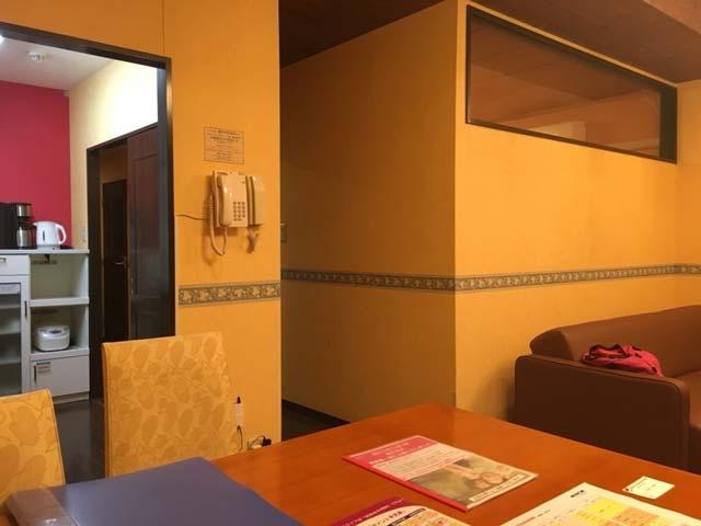 「ポイントバケーション軽井沢」の室内はカラオケボックスっぽい!?