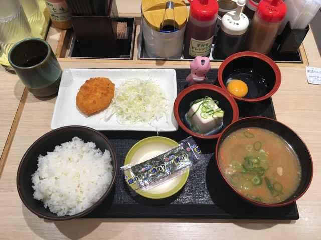松乃屋の朝定食「豚汁定食」は7品もついて400円コスパ最強
